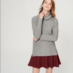 LOFT soft gray ribbed turtleneck sweater (L)